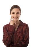 Mujer sonriente atractiva Imagen de archivo libre de regalías