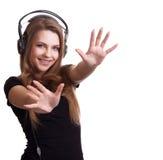 Mujer sonriente atractiva con los auriculares Fotografía de archivo libre de regalías