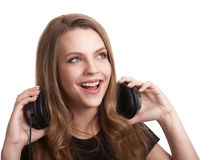 Mujer sonriente atractiva con los auriculares Imagenes de archivo