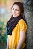 Mujer sonriente bonita fotografía de archivo libre de regalías