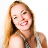 Mujer sonriente caucásica atractiva rubia Imagen de archivo