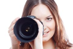 Mujer sonriente con la cámara profesional Foto de archivo