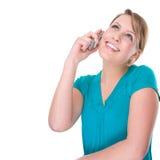 Mujer sonriente con la célula Fotografía de archivo libre de regalías