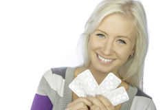 Mujer sonriente con la medicina en las manos Imagen de archivo libre de regalías