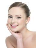 Mujer sonriente con la piel sana Imágenes de archivo libres de regalías