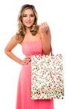 Mujer sonriente con los panieres Fotos de archivo libres de regalías