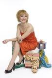 Mujer sonriente con los regalos Fotografía de archivo libre de regalías
