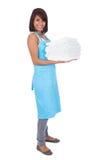 Mujer sonriente de la criada con las toallas Foto de archivo libre de regalías