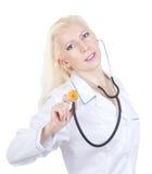 Mujer sonriente del médico con el estetoscopio Foto de archivo libre de regalías