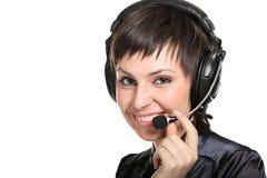Mujer sonriente del operador en un centro de atención telefónica Foto de archivo libre de regalías