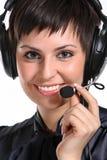 Mujer sonriente del operador en un centro de atención telefónica Foto de archivo
