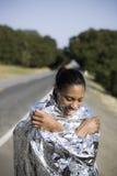 Mujer sonriente en manta de espacio Imagen de archivo libre de regalías
