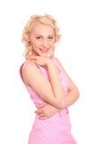 Mujer sonriente en una alineada manchada rosada Imagenes de archivo