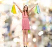 Mujer sonriente en vestido con muchos panieres Fotografía de archivo libre de regalías