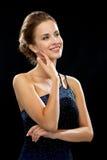 Mujer sonriente en vestido de noche Imagenes de archivo