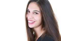 Mujer sonriente feliz aislada en el fondo blanco foto de archivo libre de regalías