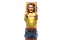 Mujer sonriente feliz con el marco Foto de archivo