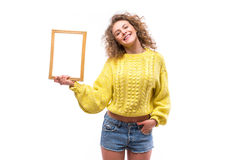 Mujer sonriente feliz con el marco Imágenes de archivo libres de regalías
