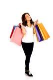 Mujer sonriente feliz con los bolsos de compras Fotografía de archivo libre de regalías
