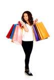 Mujer sonriente feliz con los bolsos de compras Imagen de archivo libre de regalías