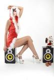 Mujer sonriente feliz en traje atractivo rojo de Navidad Imágenes de archivo libres de regalías