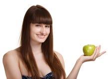 Mujer sonriente feliz joven con la manzana verde Foto de archivo