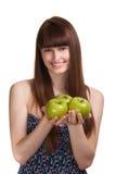 Mujer sonriente feliz joven con la manzana verde Foto de archivo libre de regalías