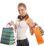 mujer sonriente feliz joven con los bolsos de compras Fotografía de archivo libre de regalías