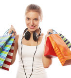 mujer sonriente feliz joven con los bolsos de compras Foto de archivo