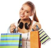 mujer sonriente feliz joven con los bolsos de compras Imágenes de archivo libres de regalías