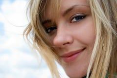 Mujer sonriente hermosa Foto de archivo