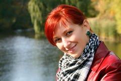 Mujer sonriente hermosa Imagenes de archivo