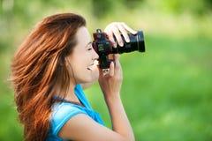 Mujer sonriente joven Foto de archivo libre de regalías