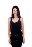 Mujer sonriente joven con ropa negra ajustada Fotos de archivo