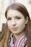 Mujer sonriente joven del retrato fotos de archivo libres de regalías