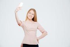 Mujer sonriente que hace la foto del selfie Foto de archivo libre de regalías