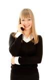 Mujer sonriente que llama por el teléfono aislado en blanco Foto de archivo