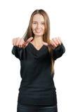 Mujer sonriente que muestra muy bien, aislado en blanco foto de archivo libre de regalías