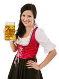 Mujer sonriente que sostiene la cerveza de Oktoberfest Imagenes de archivo