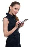 Mujer sonriente que sostiene la tableta, aislada Fotos de archivo