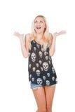 Mujer sorprendida en camiseta del cráneo Imágenes de archivo libres de regalías