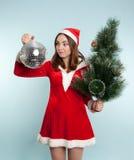 Mujer sorprendida hermosa en traje del Año Nuevo con vagos de un Año Nuevo Fotografía de archivo libre de regalías