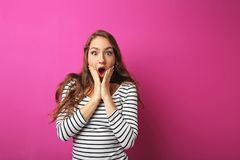 Mujer sorprendida joven Fotos de archivo