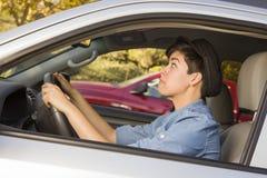 Mujer subrayada de la raza mixta que conduce en coche y tráfico Imágenes de archivo libres de regalías