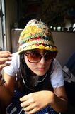Mujer tailandesa del viajero en el tren ferroviario en Tailandia Fotografía de archivo libre de regalías