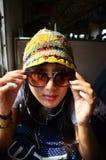Mujer tailandesa del viajero en el tren ferroviario en Tailandia Imágenes de archivo libres de regalías