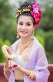 Mujer tailandesa en el traje tradicional de Tailandia imagen de archivo
