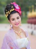Mujer tailandesa en el traje tradicional de Tailandia foto de archivo