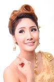 Mujer tailandesa hermosa del retrato en traje tradicional tailandés del vintage Fotografía de archivo libre de regalías