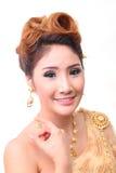 Mujer tailandesa hermosa del retrato en traje tradicional tailandés del vintage Fotos de archivo libres de regalías